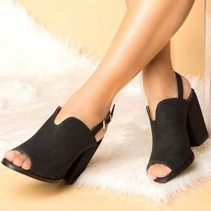 Shoes - 🆕 Black Distressed Slingback Mule